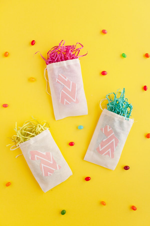 DIY EASTER GARLAND AND TREAT BAG