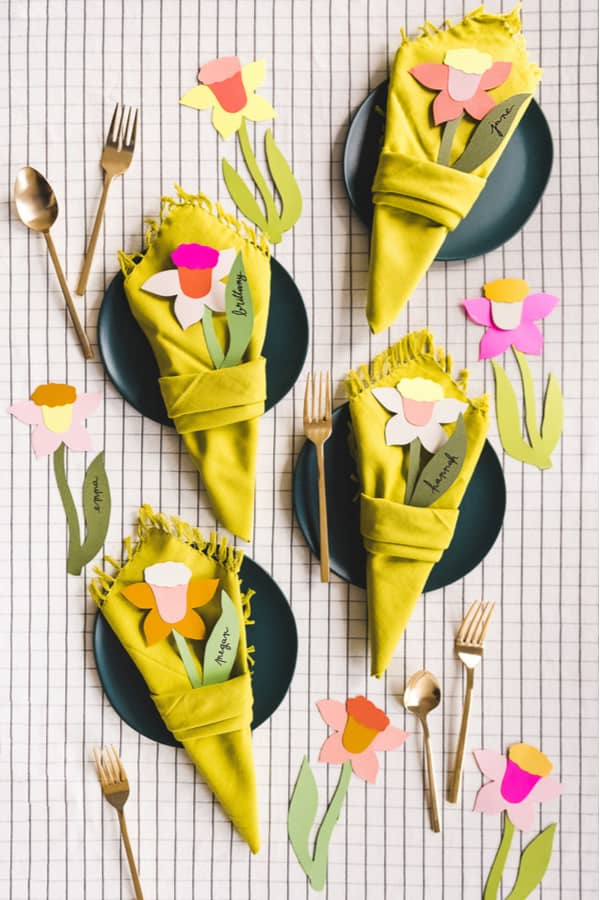 Daffodil napkin bouquet