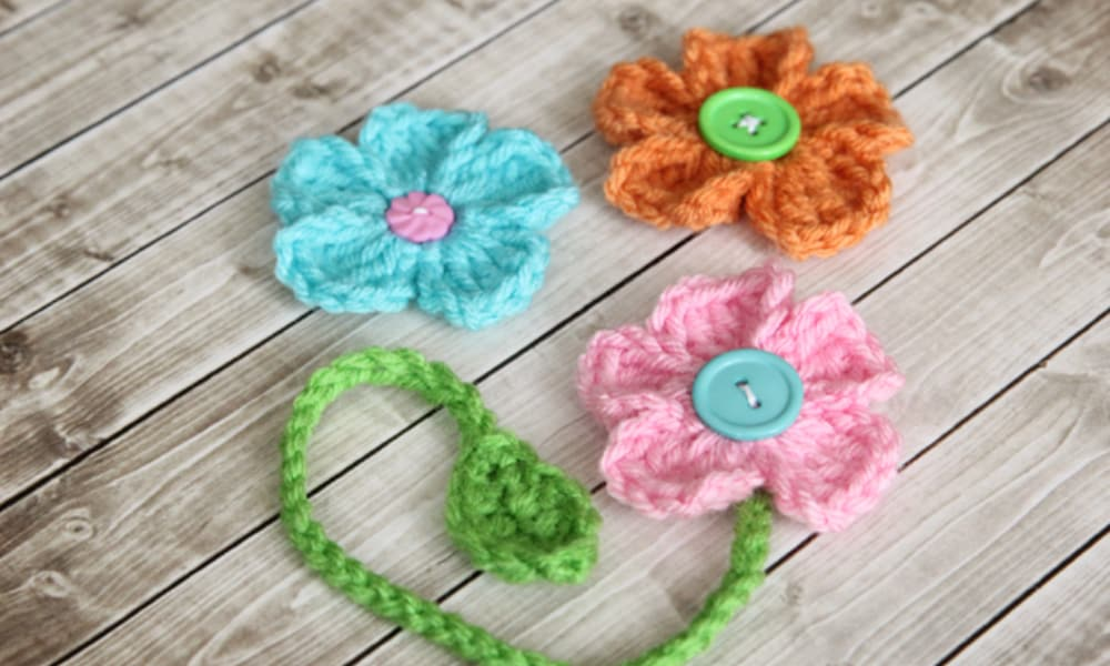 Free Crochet Pattern {Dainty Daisy Bookmark}