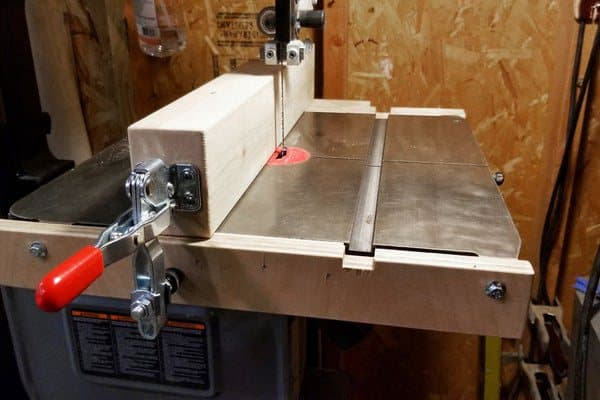 This band saw fence was made for barely $15! This band saw fence helps you to rip better, resaw and do a bunch of other important construction work with your bandsaw. The video  tutorial is clear and easy to understand.
