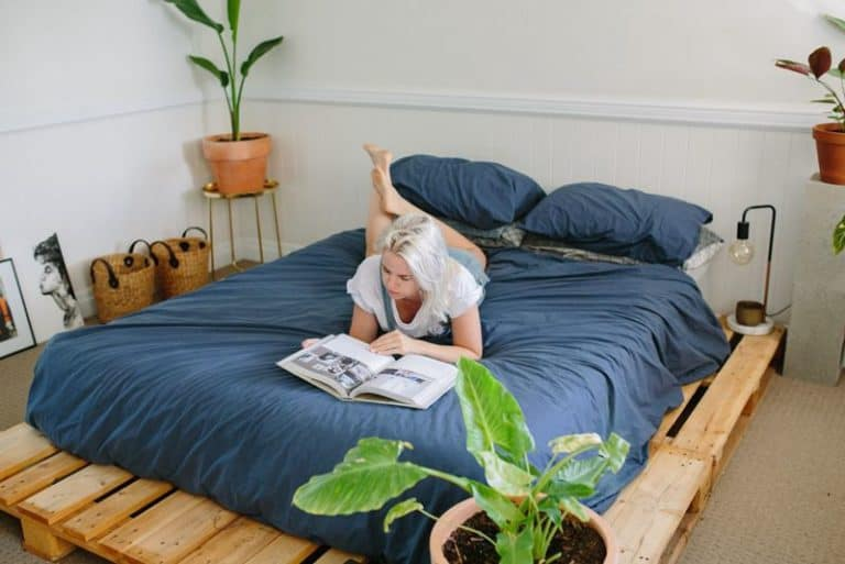 Beautiful DIY Pallet Bed