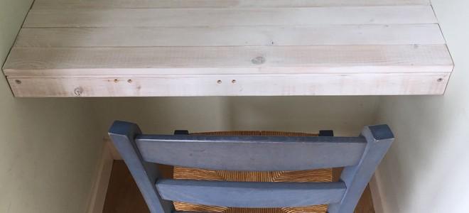 Minimalist DIY Floating Desk