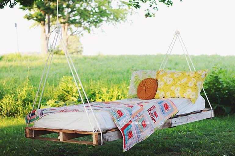Swinging DIY Pallet Bed