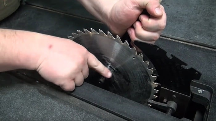 How to Change a Table Saw Blade05