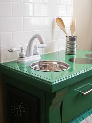 15. Simple Kid Play Kitchen