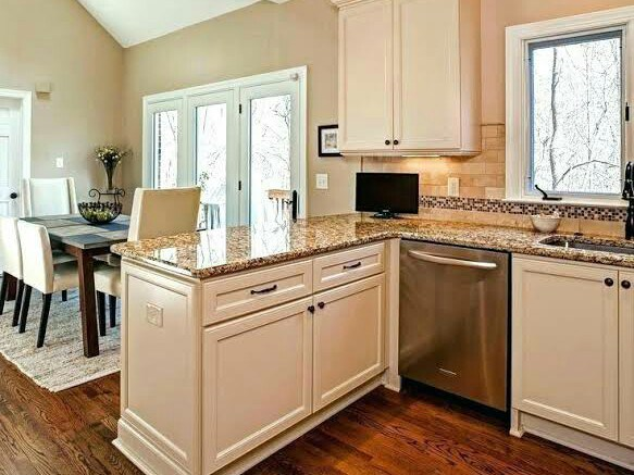 21. Traditional Marble Top Peninsula With Cabinets