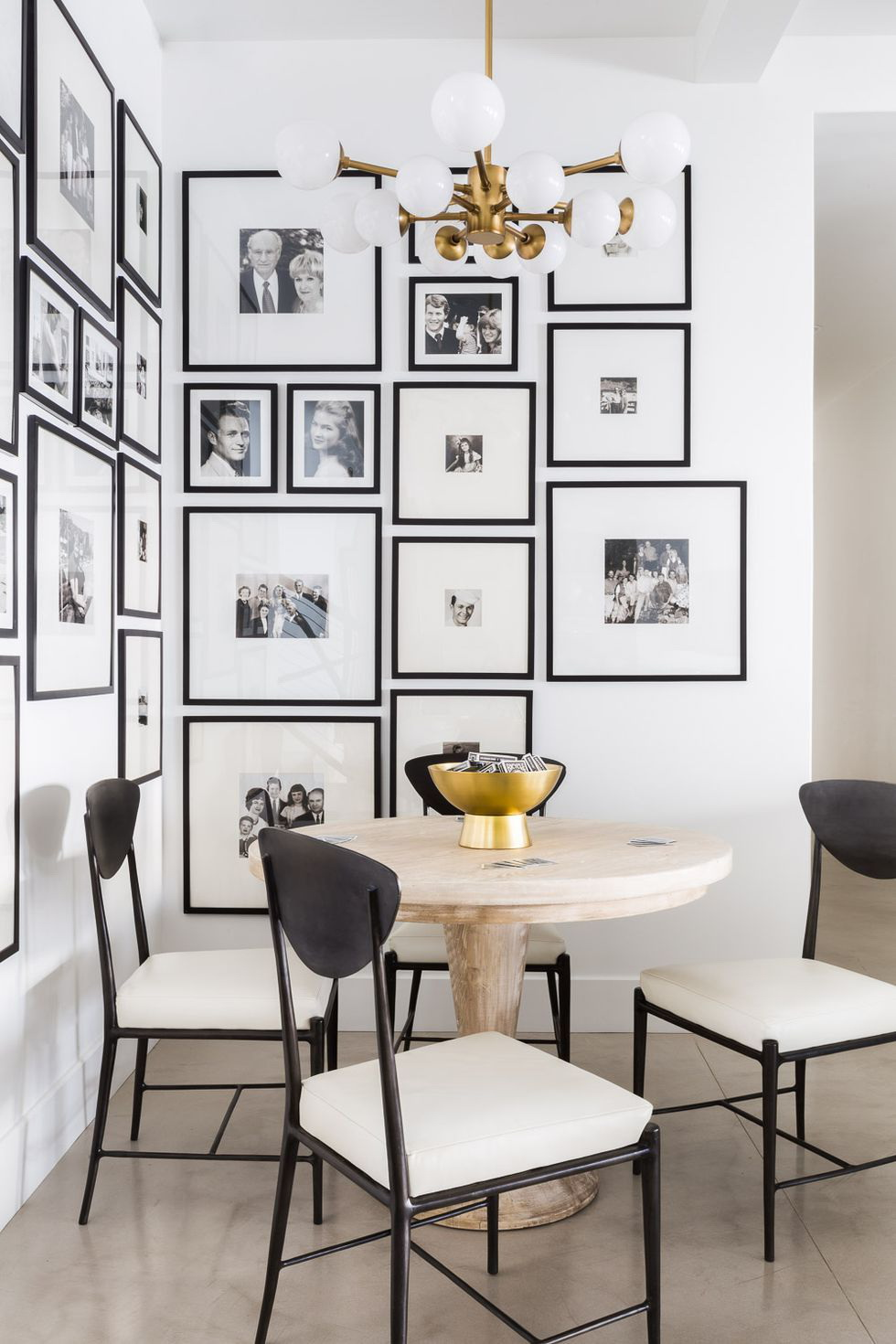22.Black and White Retreat Kitchen Nook
