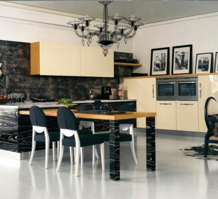25. Black Peninsula With Traditional Wooden Countertop