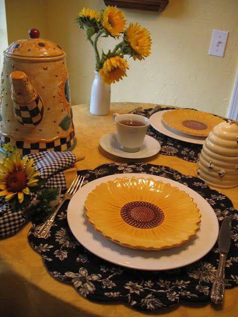 26. SUNFLOWER TEA TABLE