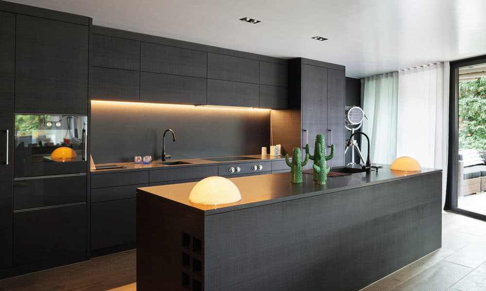 27. MODERN KITCHEN WITH EAT-IN PLACE IN BLACK