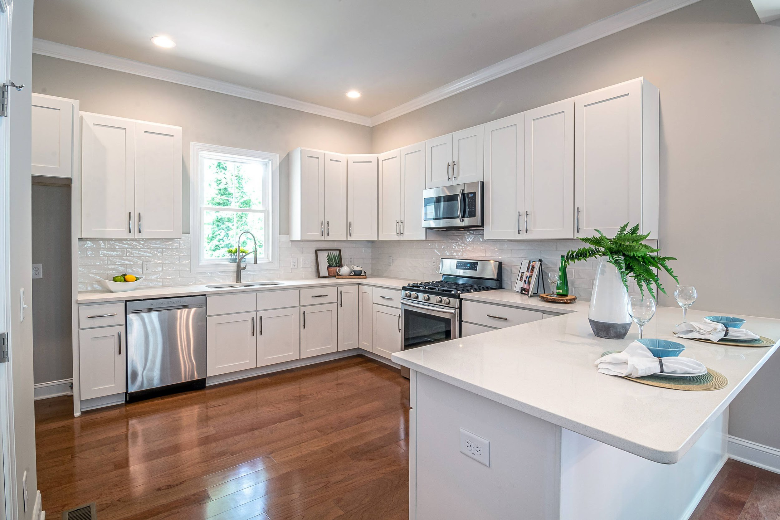 29. Cool White And Green Countertop Design
