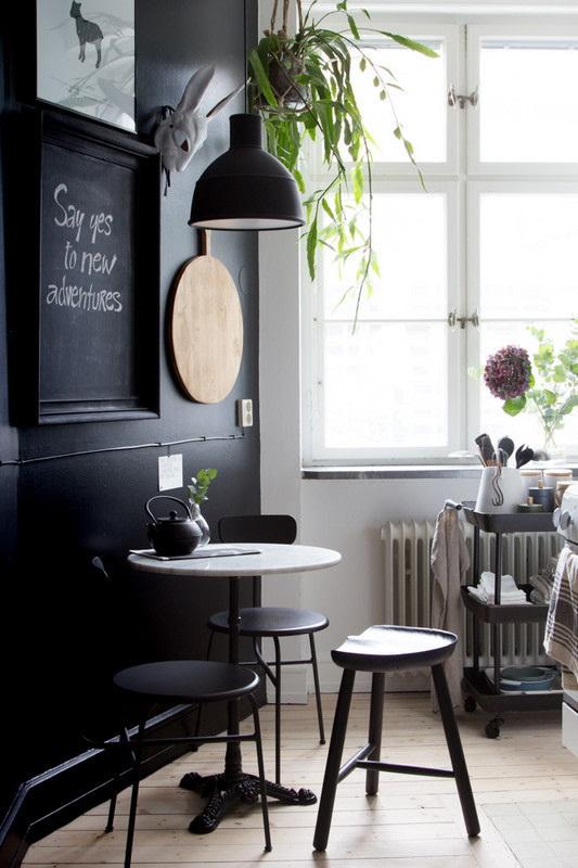 32. A PARISIAN-STYLE TEASHOP TABLE