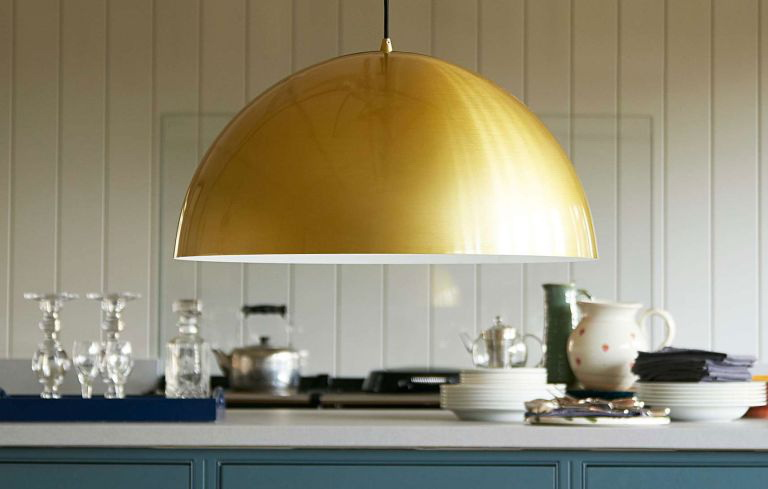 4.FIND KITCHEN ISLAND LIGHTING THAT SHINES WHEN IT'S SWITCHED OFF TOO