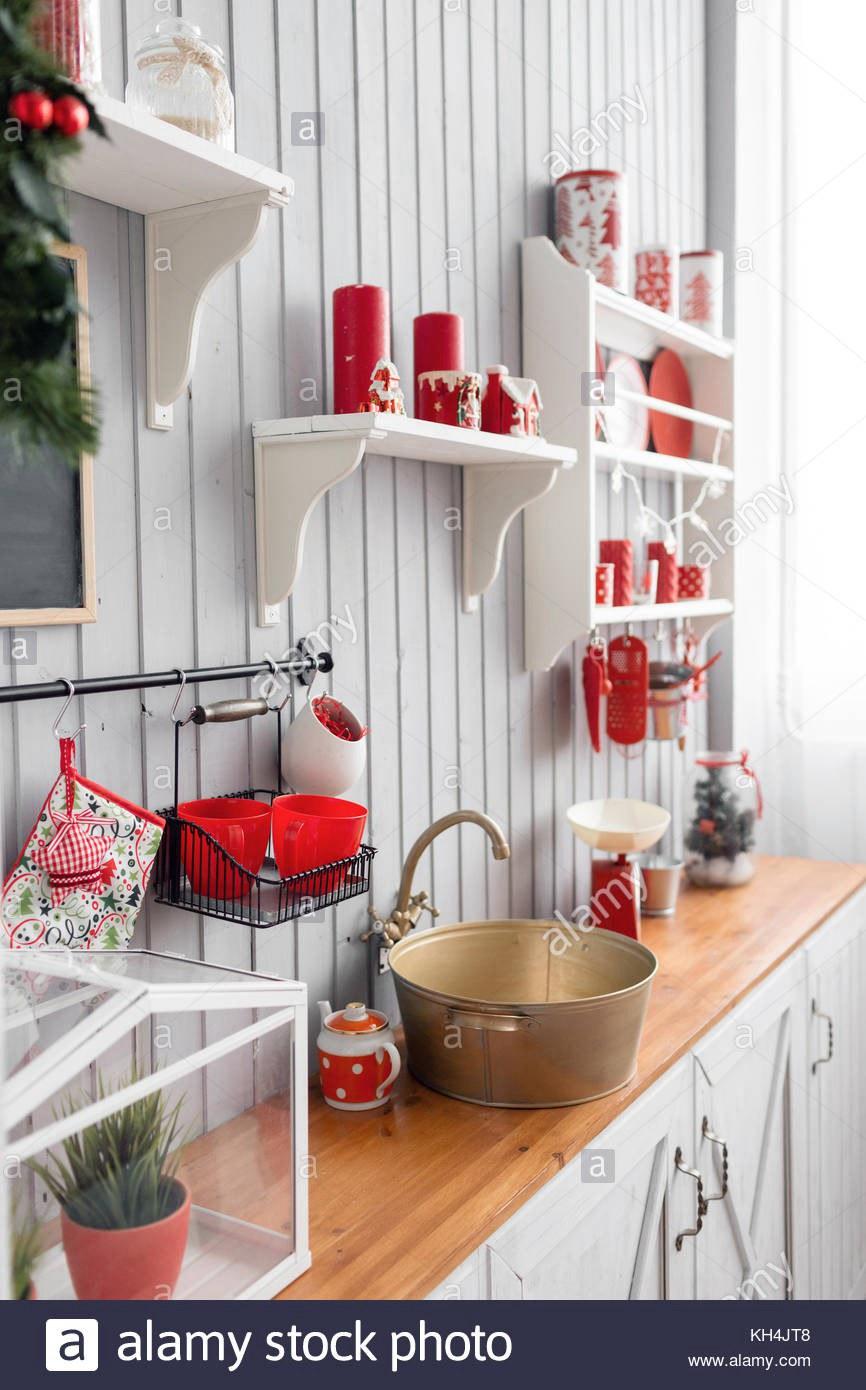 11. Christmas Red Kitchen Decor