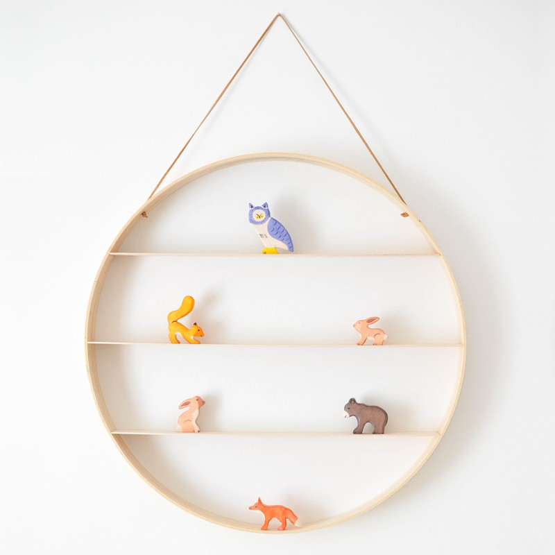 11. DIY Circle Wood Shelf