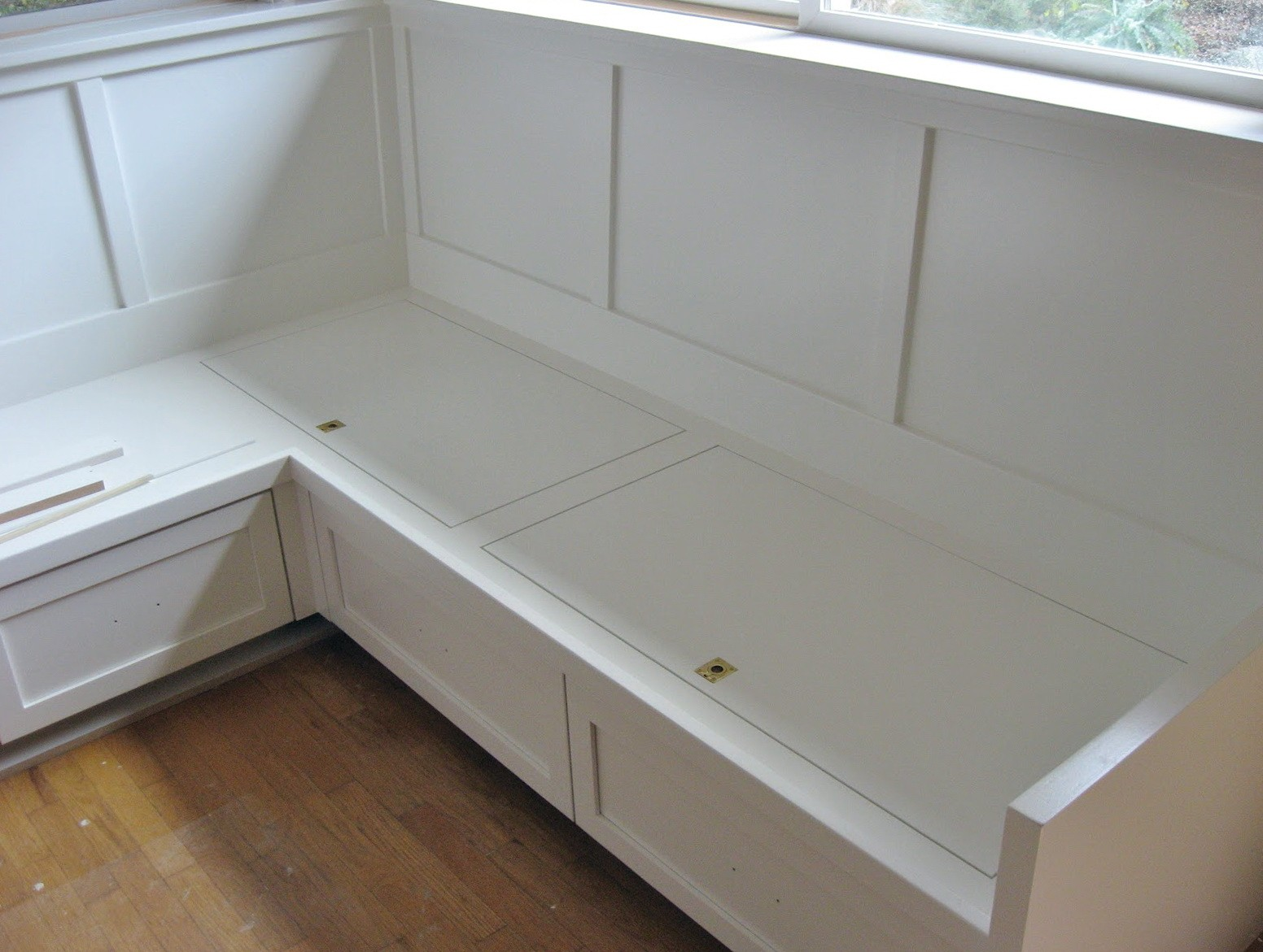 14. Ideal Kitchen Bench For A Large Family