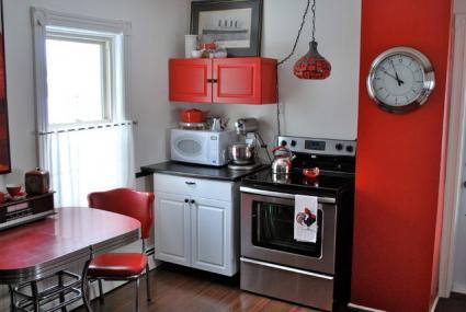 14. Small Red Kitchen Decor