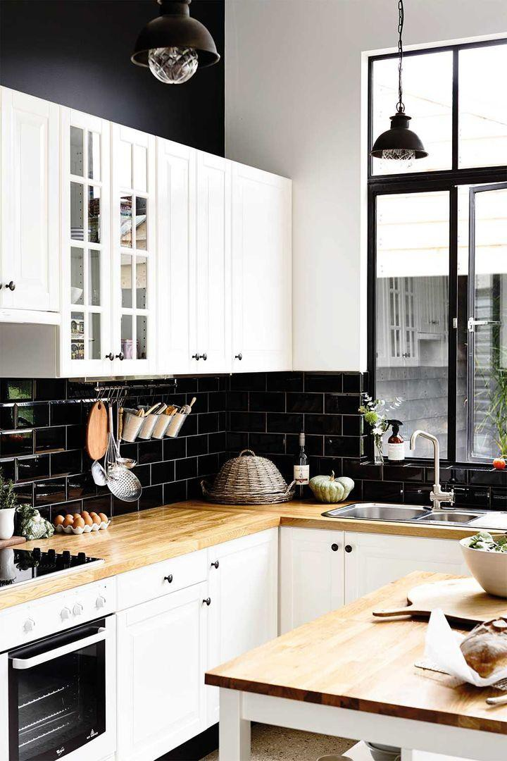 15. Glossy Kitchen Backsplash