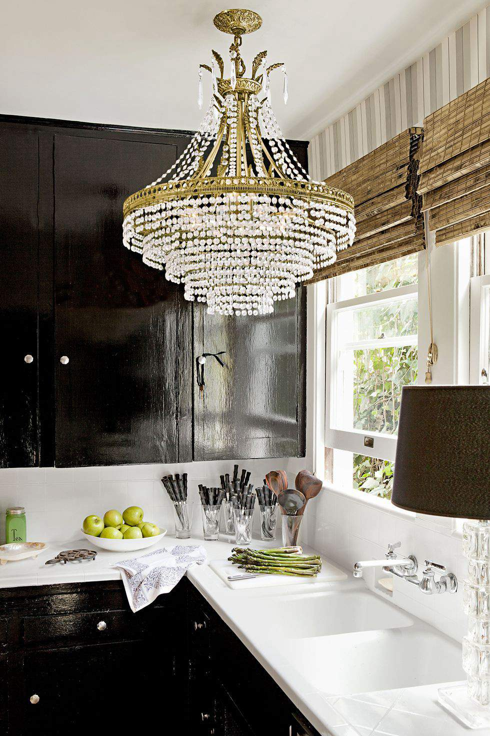 19. Black And White Kitchen Decor With Chandelier