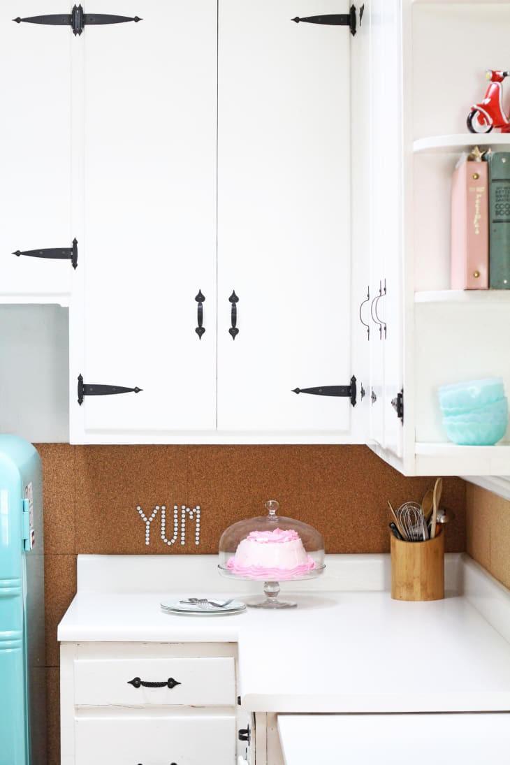 21. DIY Paint Laminate Kitchen Countertop