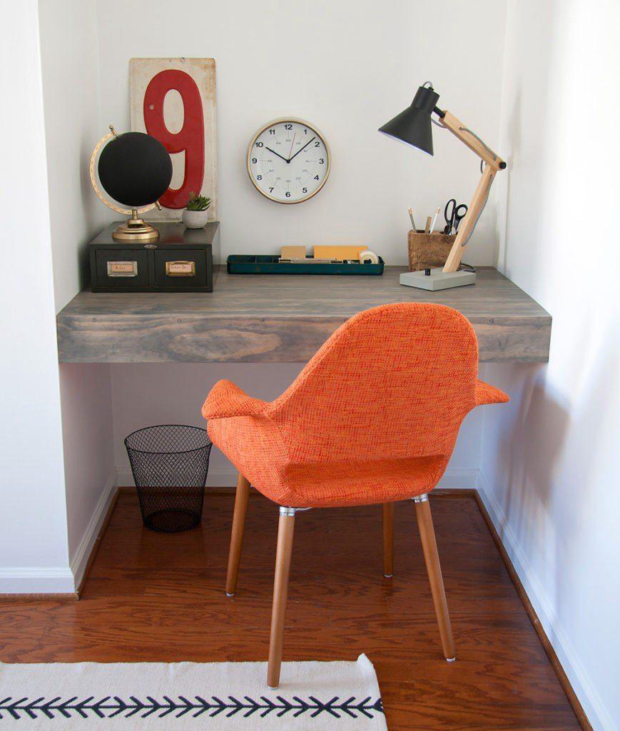 22. Floating Desk For Work DIY