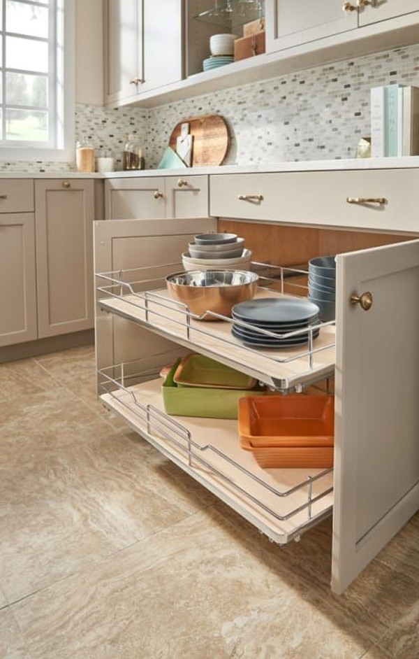 22. Large Pull-Out Drawer
