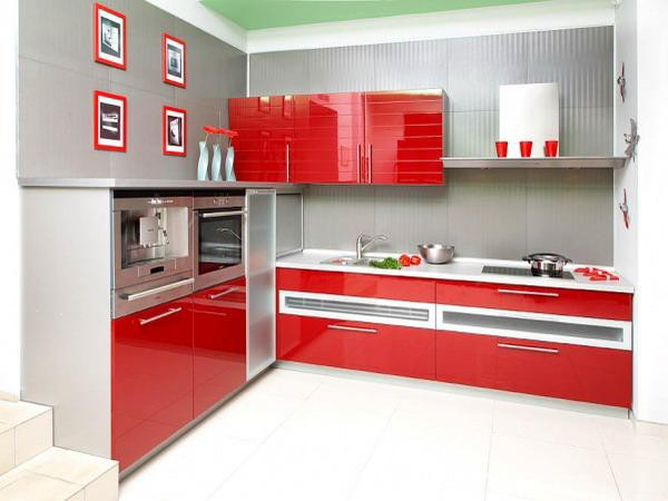 23. Light Gray And Red Kitchen Decor