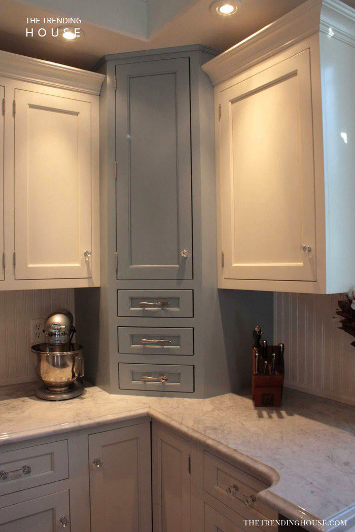 24. Kitchen Cabinet With Pull Out Drawer