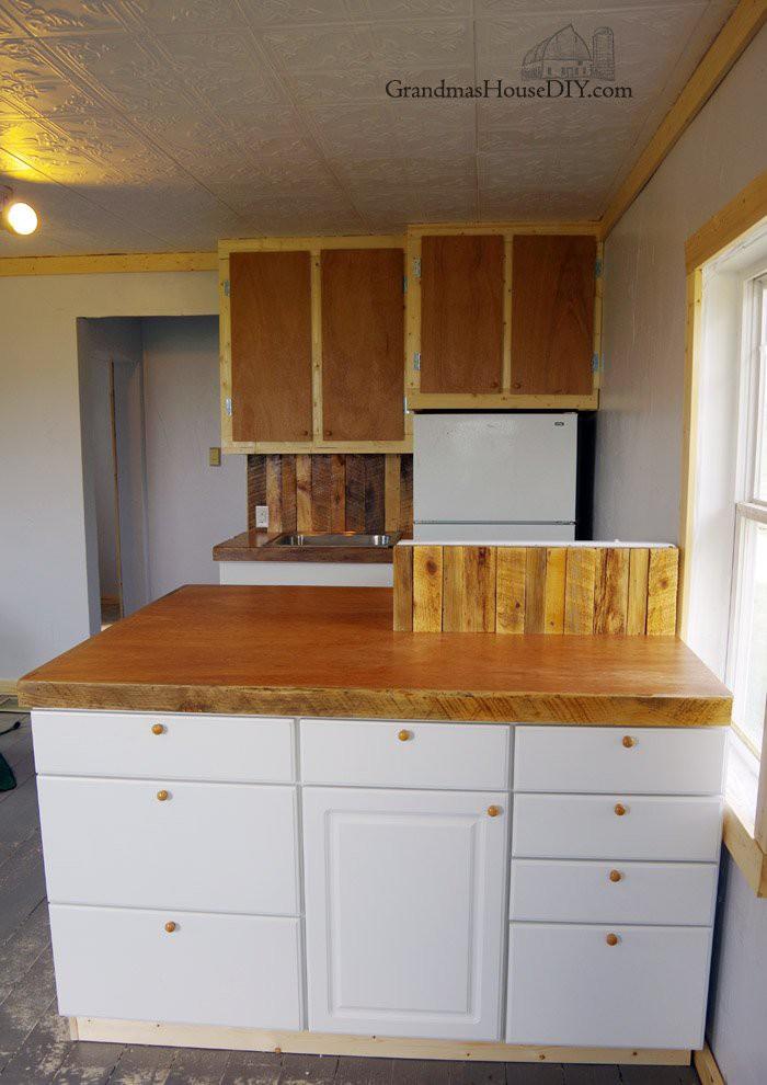 8. DIY Mahogany Countertop