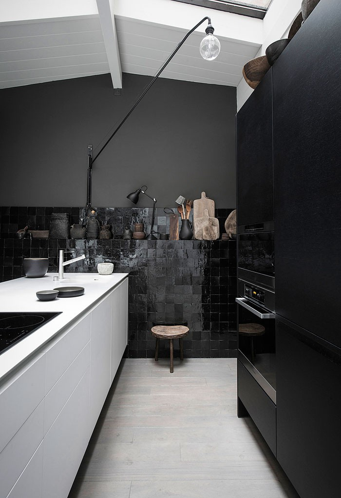 9. Kitchen Wall in Black