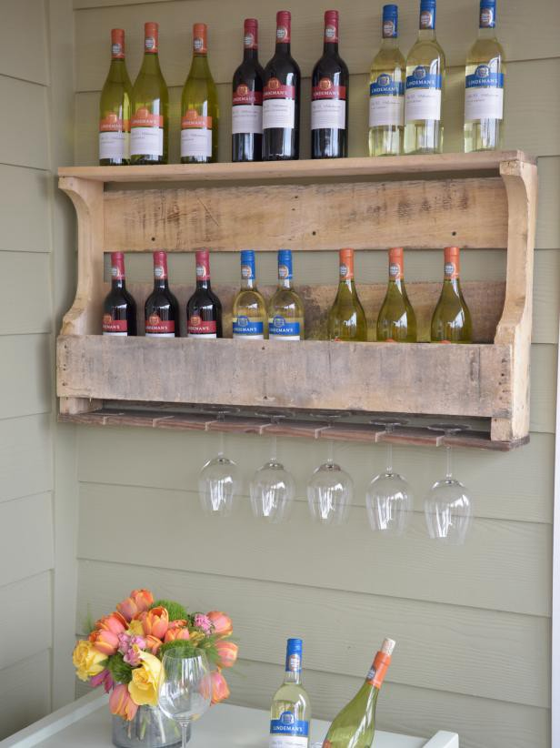 13. Pallet Wood Wine And Wine Glass Rack