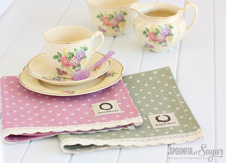 16. Pretty Linen Lace Cloth Napkins DIY