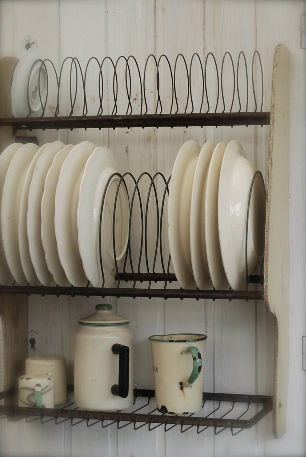 16. Vintage Style Plate Rack