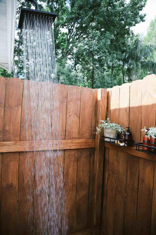 17. Luxurious Outdoor Shower DIY