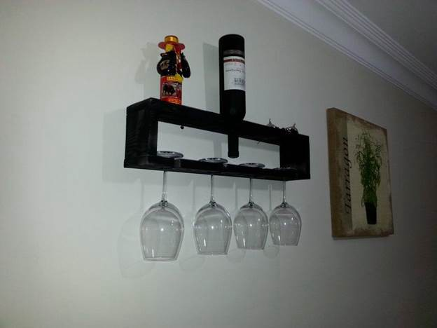18. DIY Reclaimed Pallet Glass Holder