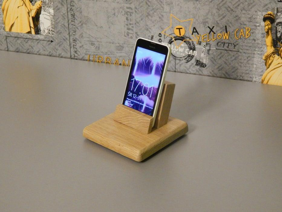 19. DIY iPhone Wooden Stand