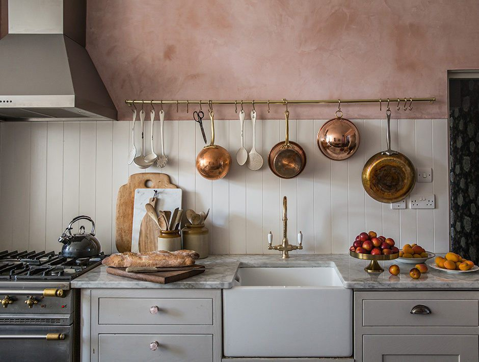 2. Charming Vintage Kitchen Decor