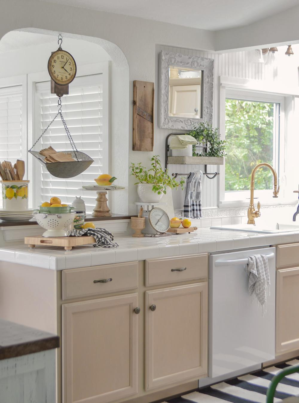 20. Easy Lemon Kitchen Decor
