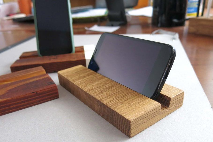 21. Simple Wooden iPhone Stand DIY