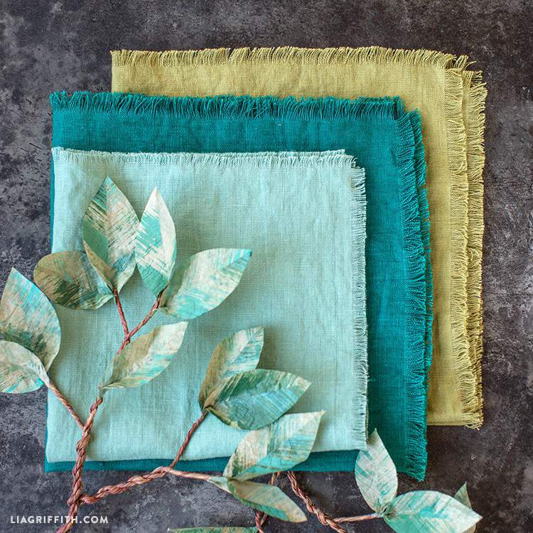 22. DIY Frayed Linen Cloth Napkins