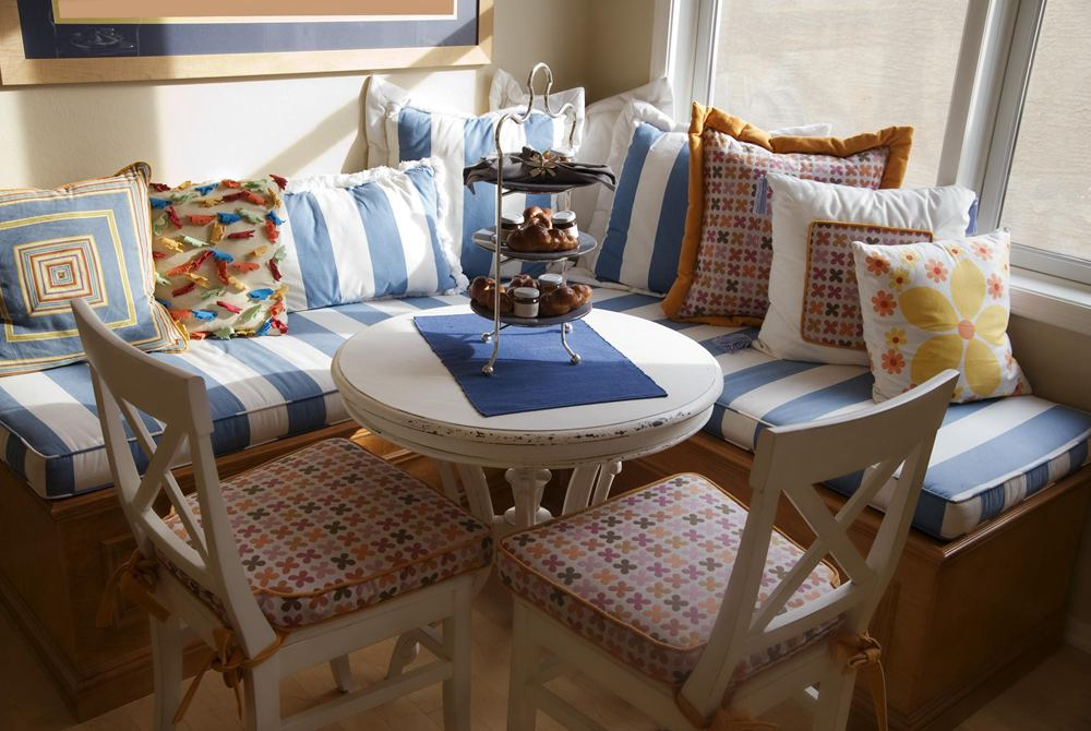 25. Elegant Breakfast Nook Idea