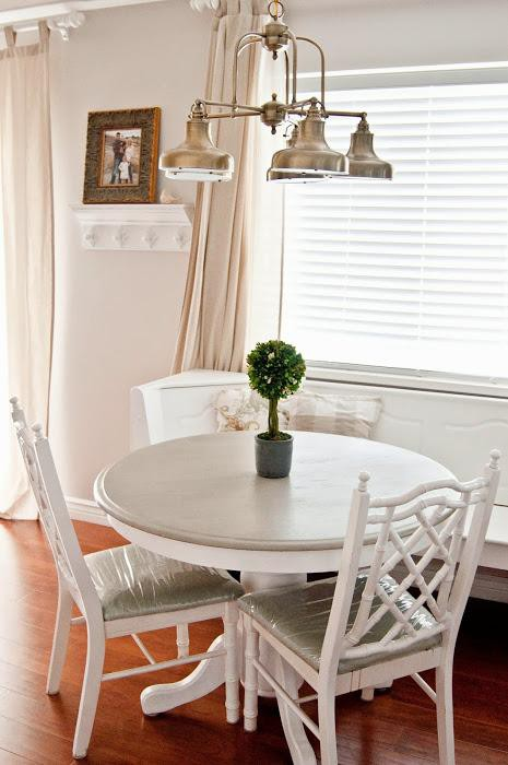 26. DIY Breakfast Nook Idea