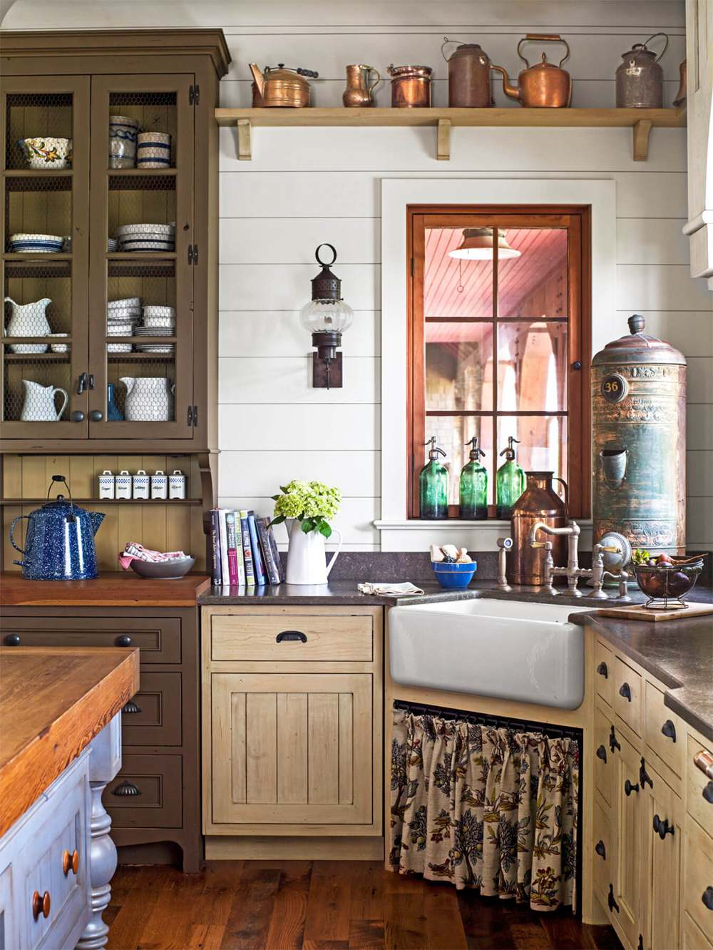 9. Vintage Kitchen Decor Idea