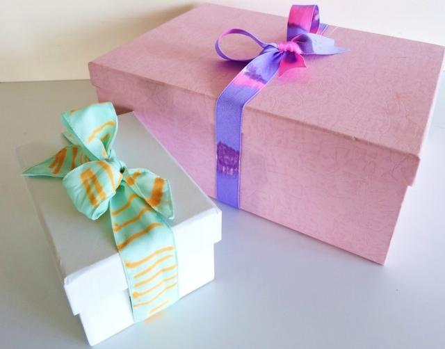 1-DIY-Gift-Wrap-Ribbon