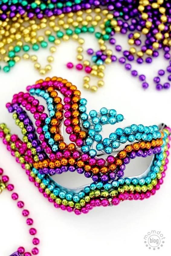 1-DIY-Mardi-Gras-Mask-With-Beads