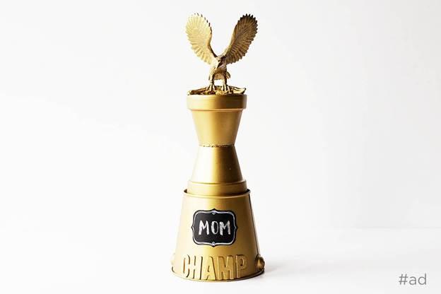 10-DIY-Game-Night-Trophy