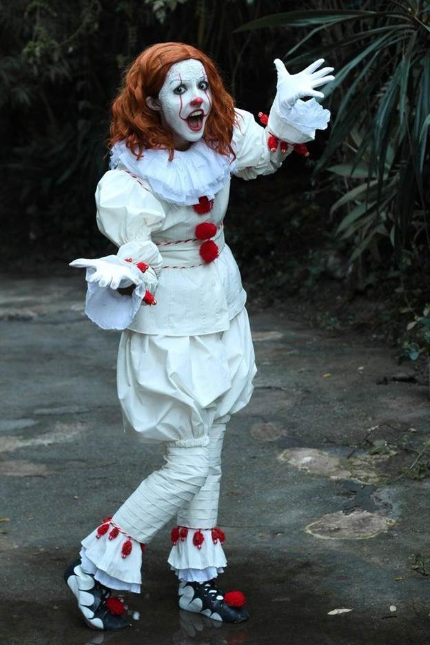 10-Pennywise-the-IT-Clown-Costume-DIY