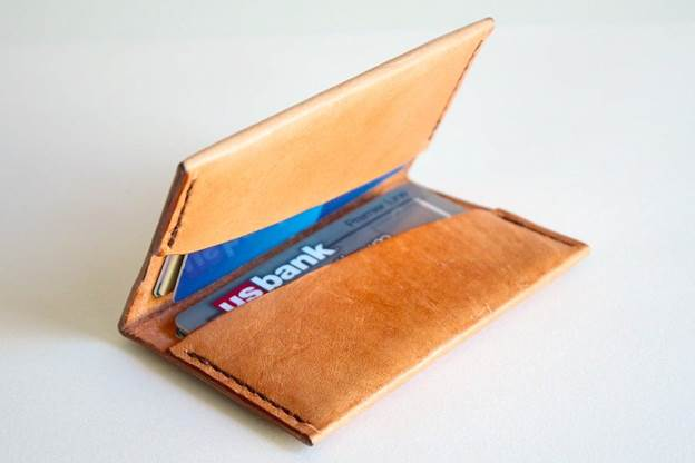 10-Simple-Leather-Wallet-DIY
