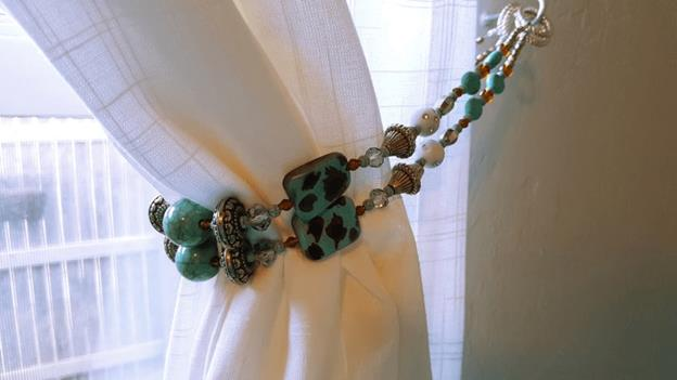 11-DIY-Curtain-Tie-Back-WIth-Beads