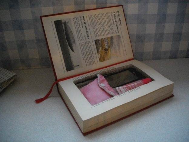 12-DIY-Old-Book-Clutch-Bag